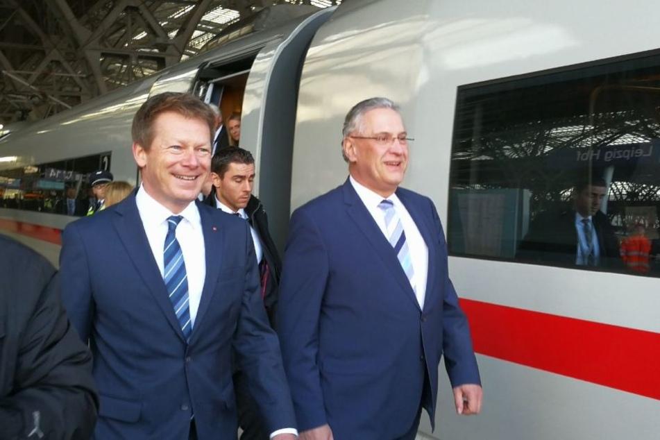 Auf dem Weg zum anderen Ende des Zuges: Richard Lutz (l.) und Joachim Herrmann.