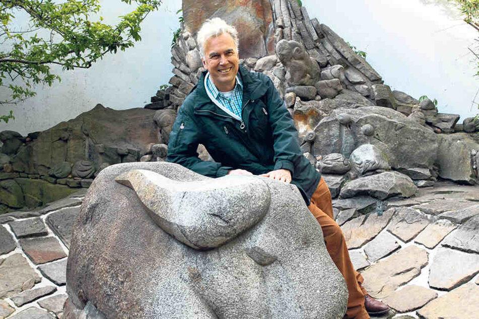 Alexander Neumeister (48) hat sich in seinem Atelier auf Tuschezeichnungen spezialisiert.