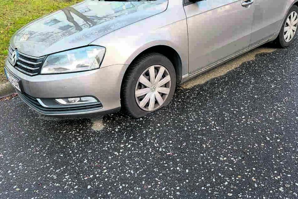 Schlimme Bescherung: Auch an Heiligabend stach der Täter zu, schlitzte den Reifen auf.