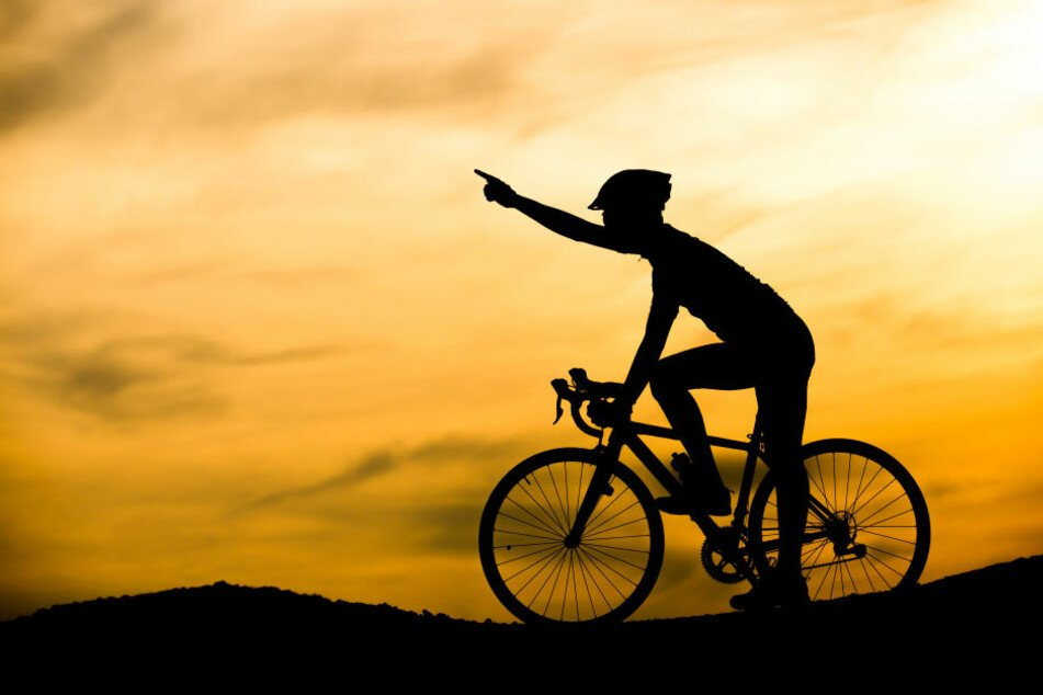 Acht Mediziner und Studenten begeben sich für den guten Zweck ab Sonntag auf eine 900 Kilometer lange Radtour vom Gardasee nach Leipzig. (Symbolbild)