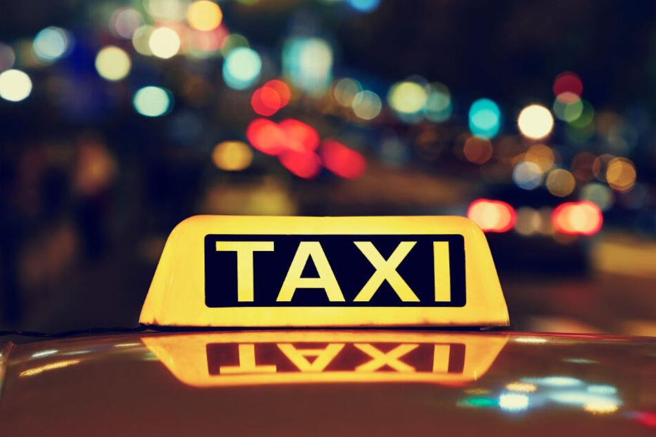 Die beiden Jugendlichen flüchteten mit dem Taxi. (Symbolbild)