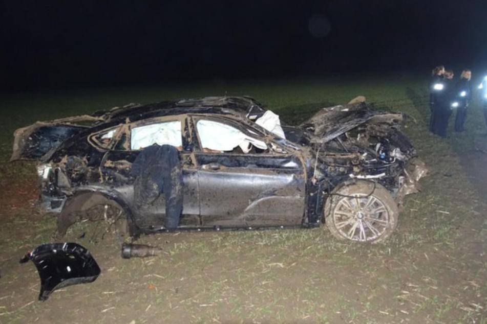 Der Fahrer verunglückte auf der Flucht mit seinem Wagen.