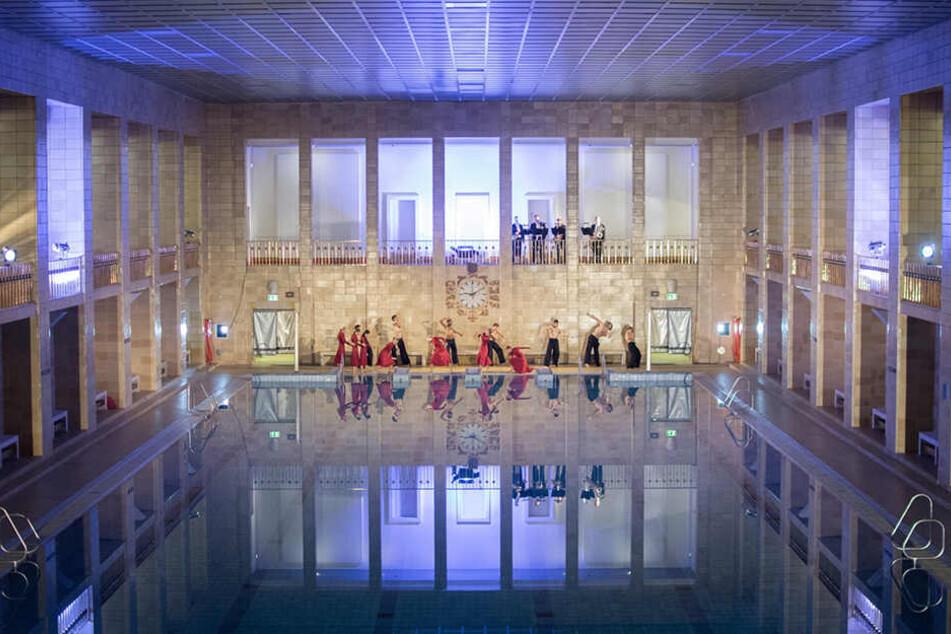 """Bereits zum dritten mal findet ein Ballettabend der Reihe """"Die Moderne geht baden"""" im Stadtbad statt."""