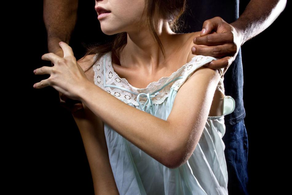 Wohl bereits während seiner Zeit auf den Philippinen knüpfte Leif R. erste Kontakte zu jungen Mädchen (Symbolfoto).