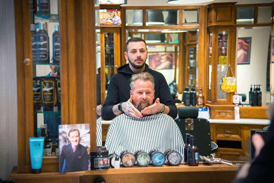 Ovik Manukyan (19) geht den Kunden um den Bart - sein Job. Dass er  abgeschoben werden soll, versteht er nicht. Allerdings hat er auch nicht immer  mit den Behörden kooperiert.