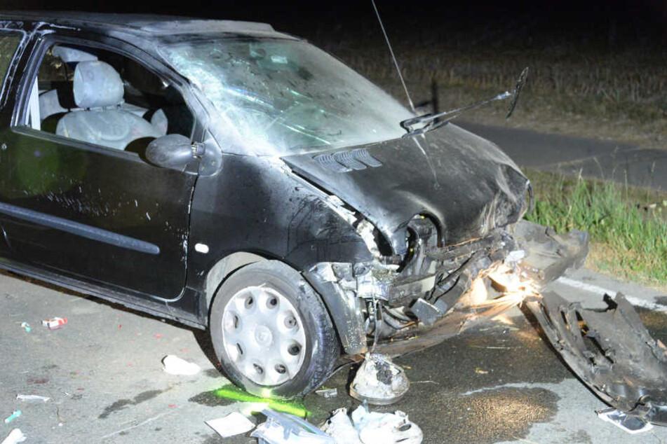 Oberkörper aus Tür gelehnt: Teenager stirbt bei schwerem Unfall