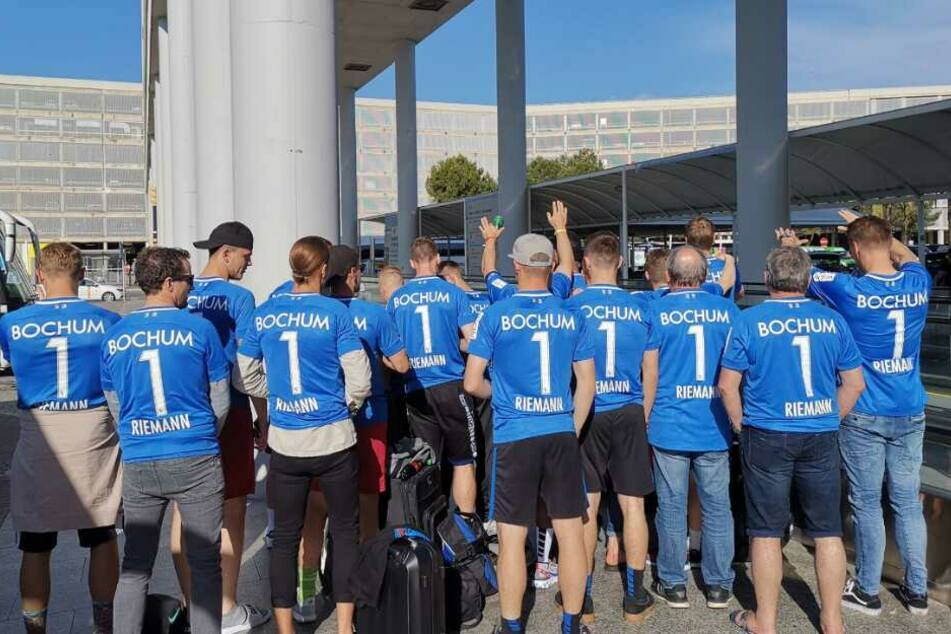 Die gesamte Mannschaft trug bei der Ankunft in Palma ein Riemann-Trikot.