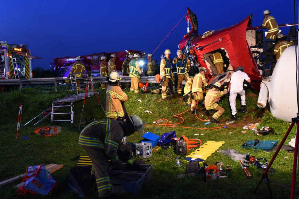 Zahlreiche Einsatzkräfte waren an der Unglücksstelle.