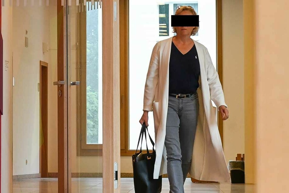 Immobilienunternehmerin Silke B. (52) hatte einem städtischen Projektleiter heimlich 500 Euro zugesteckt.