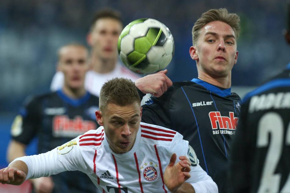Joshua Kimmich (links) lobte nach dem Spiel den Kampfgeist der Paderborner.