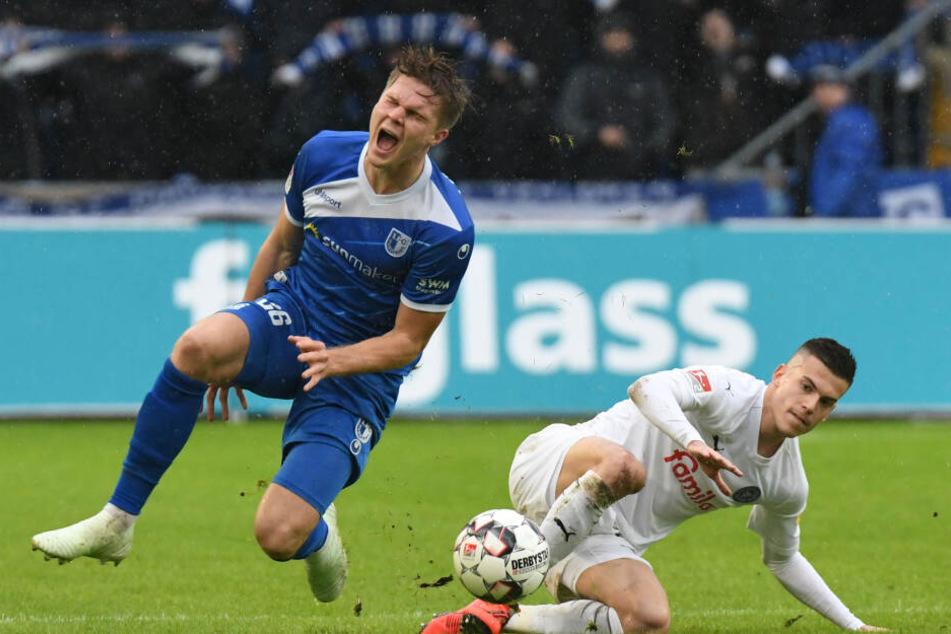 Magdeburgs Marius Bülter (l.) will unbedingt nach Berlin wechseln.