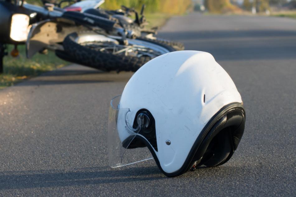 Schwerer Unfall in Bayern: Biker wird durch die Luft geschleudert