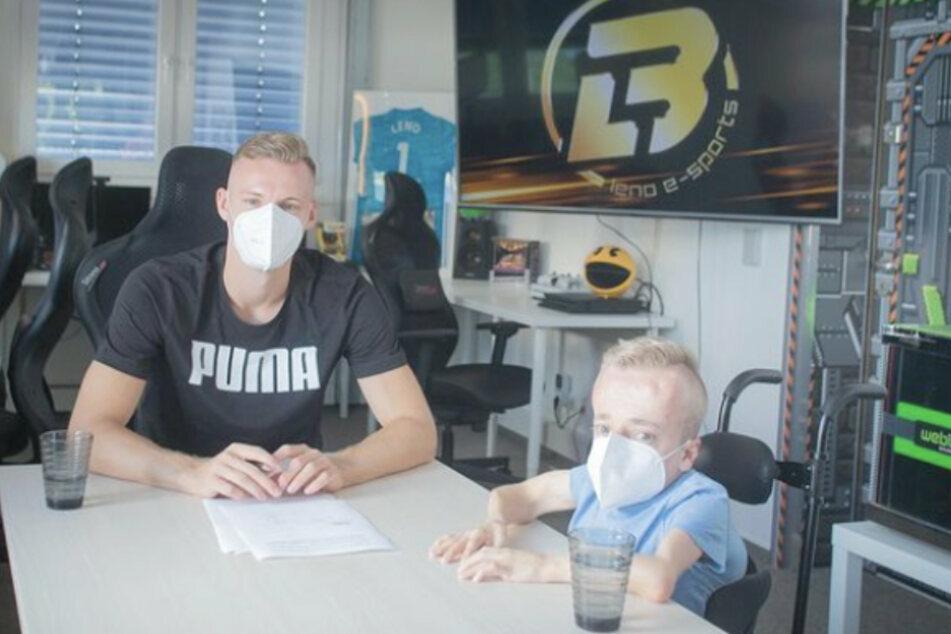 Niklas Luginsland (25, r.) unterschrieb im August 2020 beim FIFA-eSport-Team von Nationaltorhüter Bernd Leno (29).