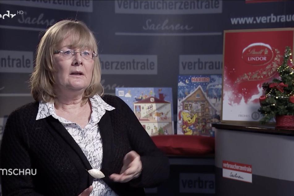 Dr. Birgit Brendel von der Verbraucherzentrale Sachsen kritisiert den Verpackungsmüll, den die Adventskalender verursachen.