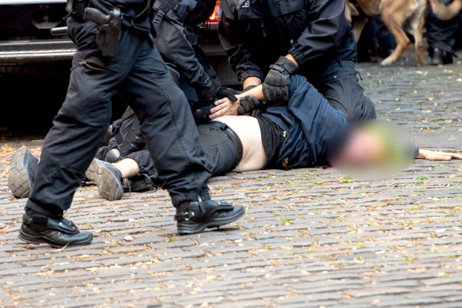 "Kiezkneipe ""Syndikat"" geräumt: Mindestens 30 Verletzte!"