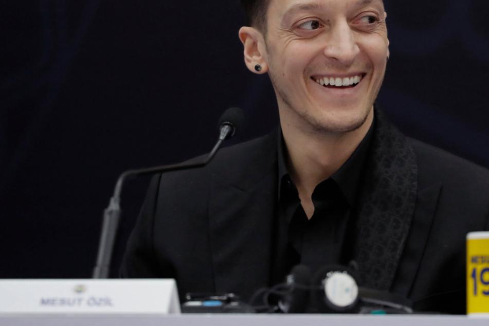 """Mesut Özil feiert Fenerbahce-Debüt mit ungewohnter Rückennummer: """"Überwältigendes Gefühl"""""""