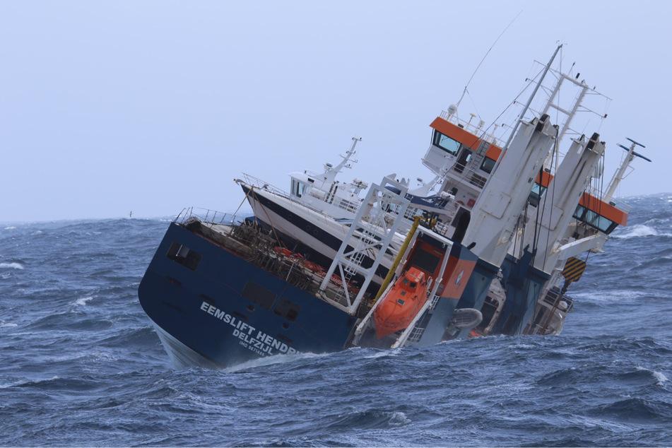 Frachtschiff in Seenot geraten: Unmengen Schweröl und Diesel könnten auslaufen