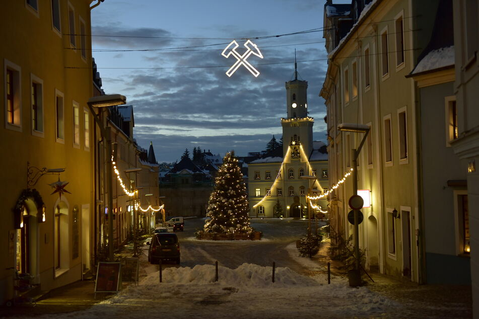 Schneeberg erstrahlt noch bis Mariä Lichtmess (2. Februar) im Weihnachtslichterglanz.