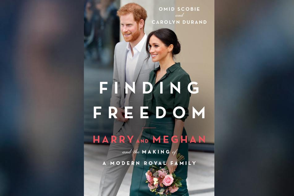 """""""Finding Freedom: Harry and Meghan and the Making of A Modern Royal Family"""" von den Journalisten und Royal-Experten Omid Scobie und Carolyn Durand. Die Biografie erscheint am 31. August als Taschenbuch mit einem neuen Nachwort."""