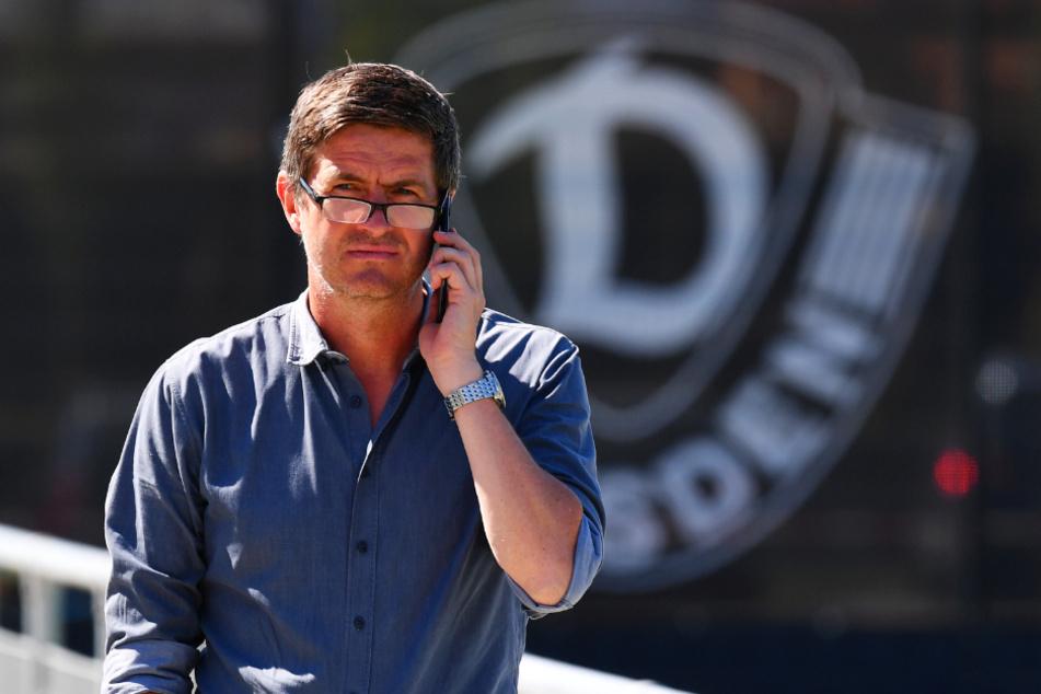 Ralf Becker am Telefon: Dynamos Sportchef hat die Mannschaft nach dem Abstieg fast komplett umgekrempelt.