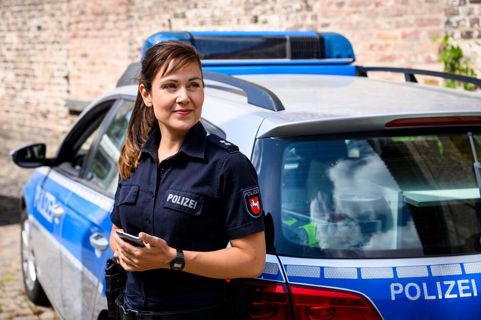 Polizistin Süher Özlügül (Sophie Dal) ist erleichtert, dass das Alibi ihrer Jugendliebe bestätigt wurde.