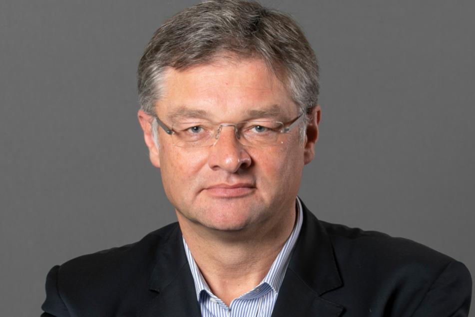 FDP-Fraktions-Chef Holger Zastrow (52) kritisiert die pauschale Sonderzahlung.
