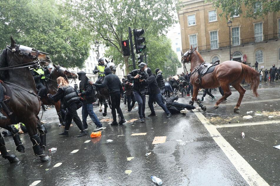Seit dem Tod von George Floyd gibt es auf der ganzen Welt Demonstrationen gegen Rassismus und Polizeigewalt.