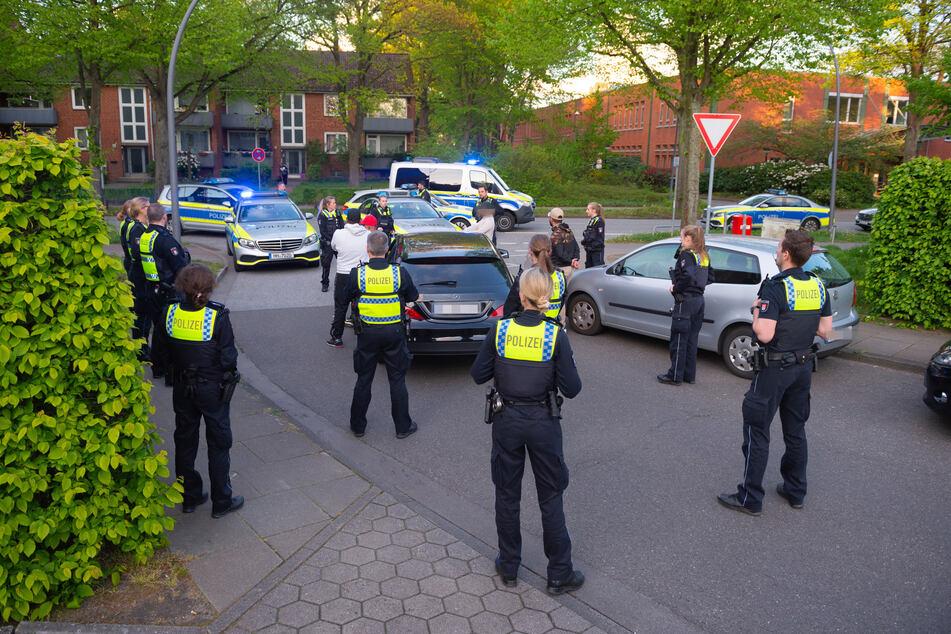 Nachbarschaftsstreit eskaliert: Polizei nimmt mehrere Männer fest