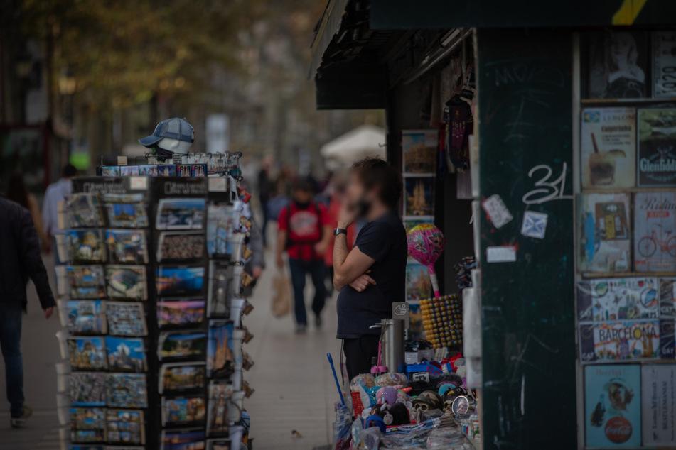 Frankfurt: Wegen lauter Musik! Kiosk-Mitarbeiter soll mit Messer auf Kunden losgegangen sein