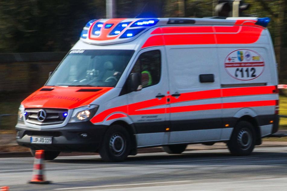 Am Freitagabend ist ein Ford-Fahrer bei einem schweren Verkehrsunfall auf der Kreisstraße 19 im Landkreis Vorpommern-Rügen tödlich verunglückt. (Symbolfoto)