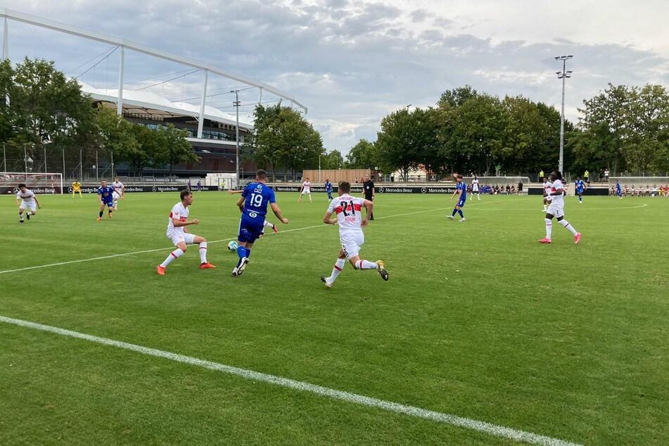 In der ersten Hälfte rennt der VfB viel hinterher.