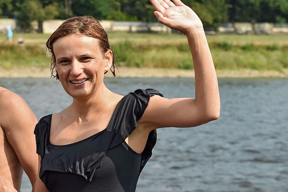 Linken-Politikerin Katja Kipping (43) wagt sich regelmäßig in die Fluten.