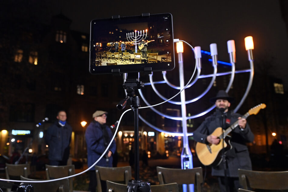 Leipzig: Nach mehr als 80 Jahren: In Leipzig leuchten wieder acht besondere Lichter