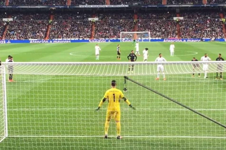 Ronaldo schießt Frau mitten ins Gesicht