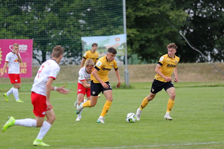 RB Leipzigs Jungbullen ließen Dynamo Dresden beim 4:0-Sieg keine Chance.
