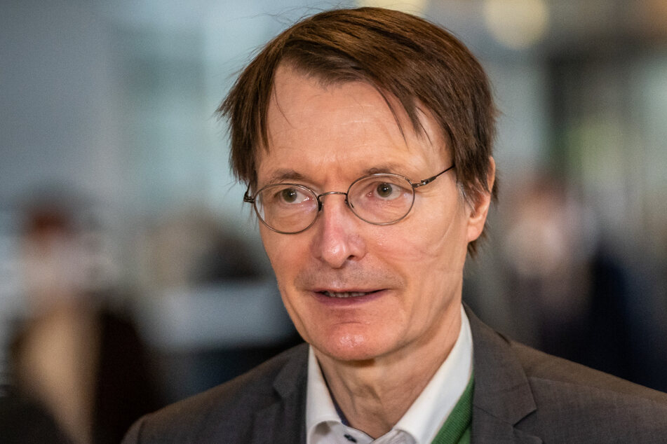 SPD-Gesundheitsexperte Karl Lauterbach (58, SPD) lehnt eine Impflicht ab.