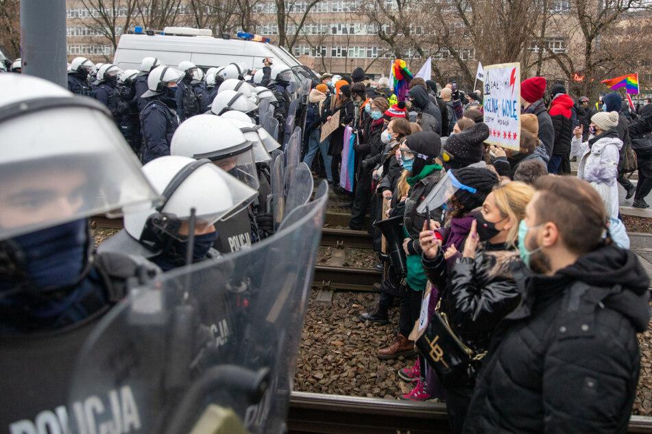 Todgeweihte Kinder dürfen nicht abgetrieben werden: Proteste angekündigt