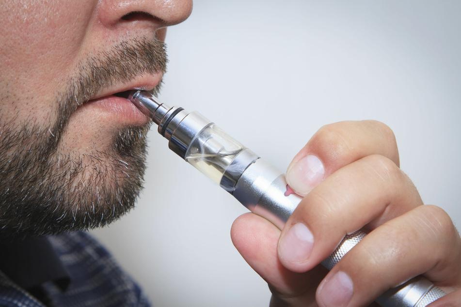 E-Zigarette explodiert in Hosentasche: Hubschrauber bringt Verletzten in Spezialklinik