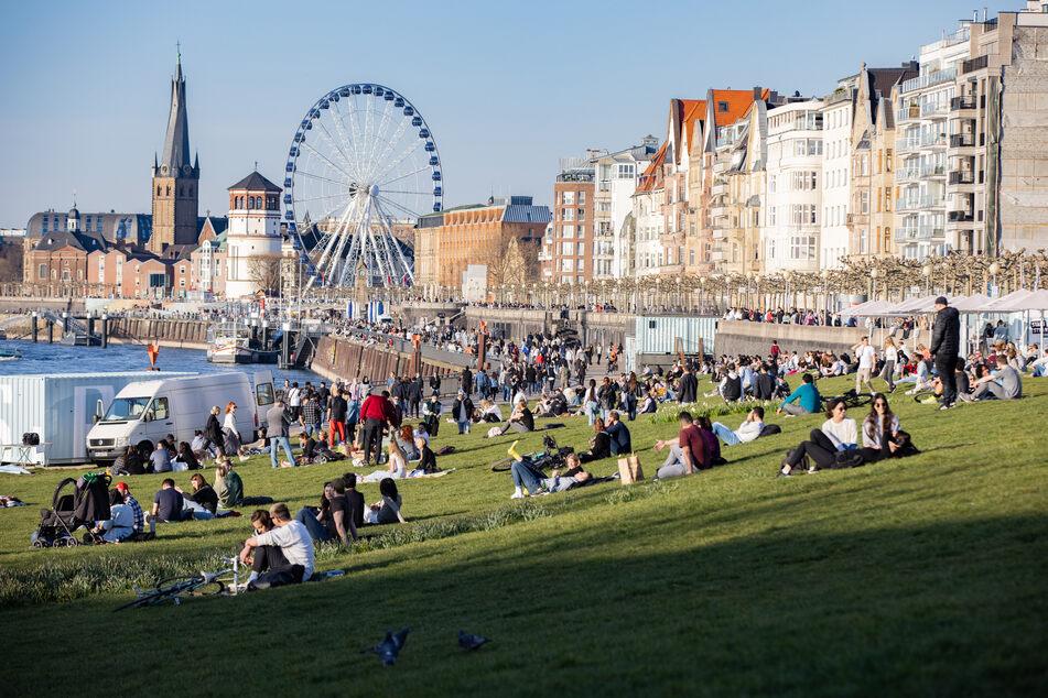 In der Corona-Krise gibt es in Nordrhein-Westfalen positive Entwicklungen. Das RKI meldete am Sonntagmorgen 129,2 Neuinfektionen je 100.000 Einwohner.
