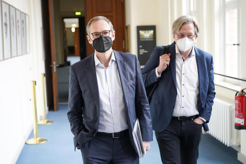 Michael Müller (l., SPD), Berlins Regierender Bürgermeister, hält zeitnahe Corona-Lockerungen für möglich.