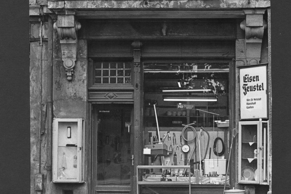 Nach dem Krieg eröffnete Eisen Feustel 1950 an der Bautzner Straße 51/53 als Ladengeschäft neu.