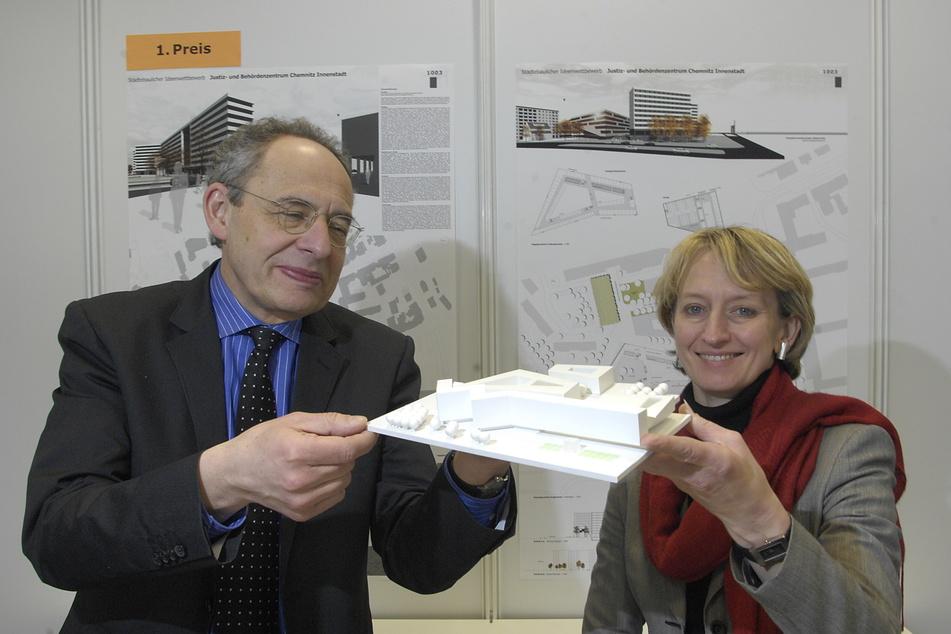 Pläne für die ehemalige SED-Zentrale gibt es schon seit etlichen Jahren. 2010 präsentierten Baubürgermeisterin a.D. Petra Wesseler (58) und Prof. Dieter Janosch (67, Geschäftsführer SIB a.D.) das Gewinner-Modell eines Architekturwettbewerbs.