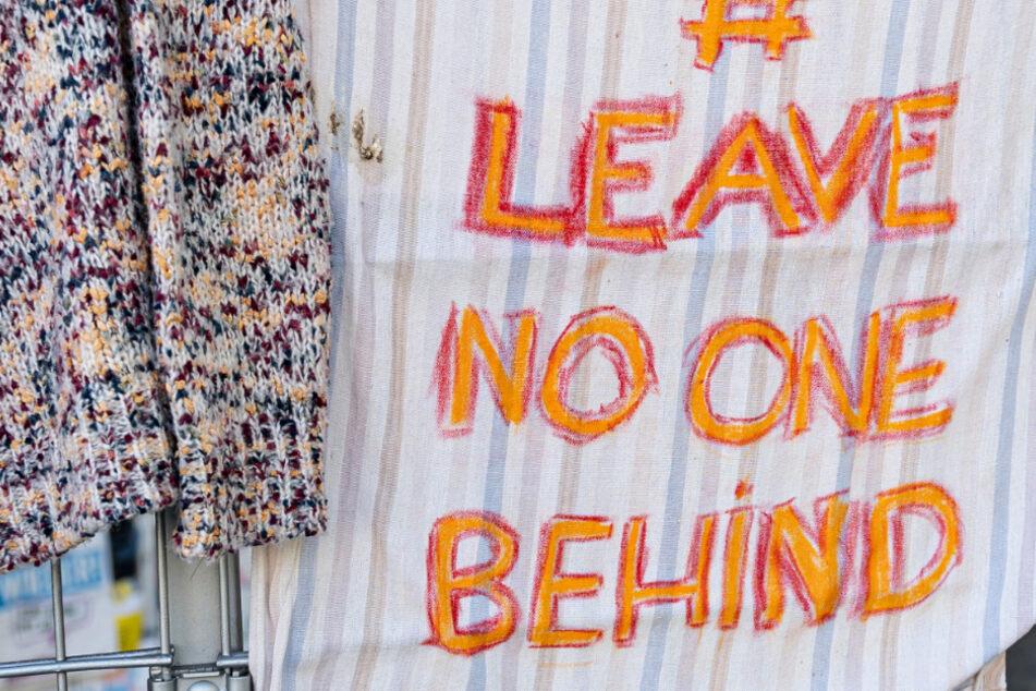 """""""Leave no one behind""""-Banner angezündet: Staatsschutz ermittelt"""