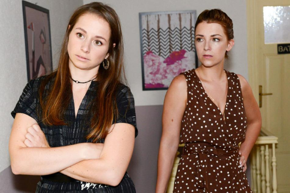 Die GZSZ-Schwestern Lilly (r) und Tanja Seefeld (l) unter sich.