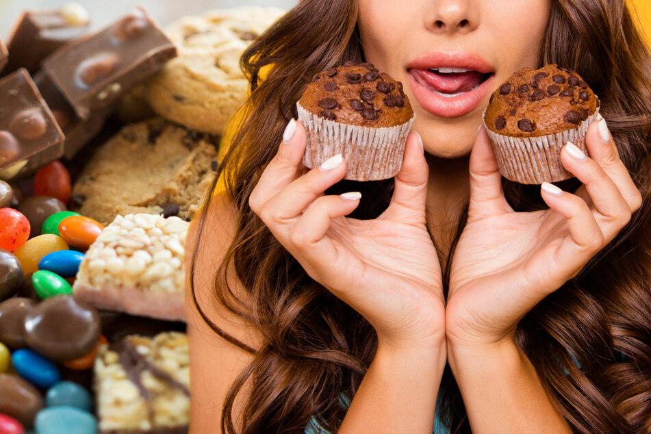 Süßes Gift: An diesen Symptomen erkennst Du, ob Du keinen Zucker verträgst