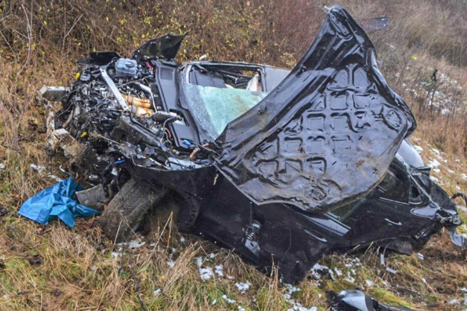 Bis zu 250.000 Euro Schaden: Fahrer (31) schrottet Porsche Cayenne auf Autobahn