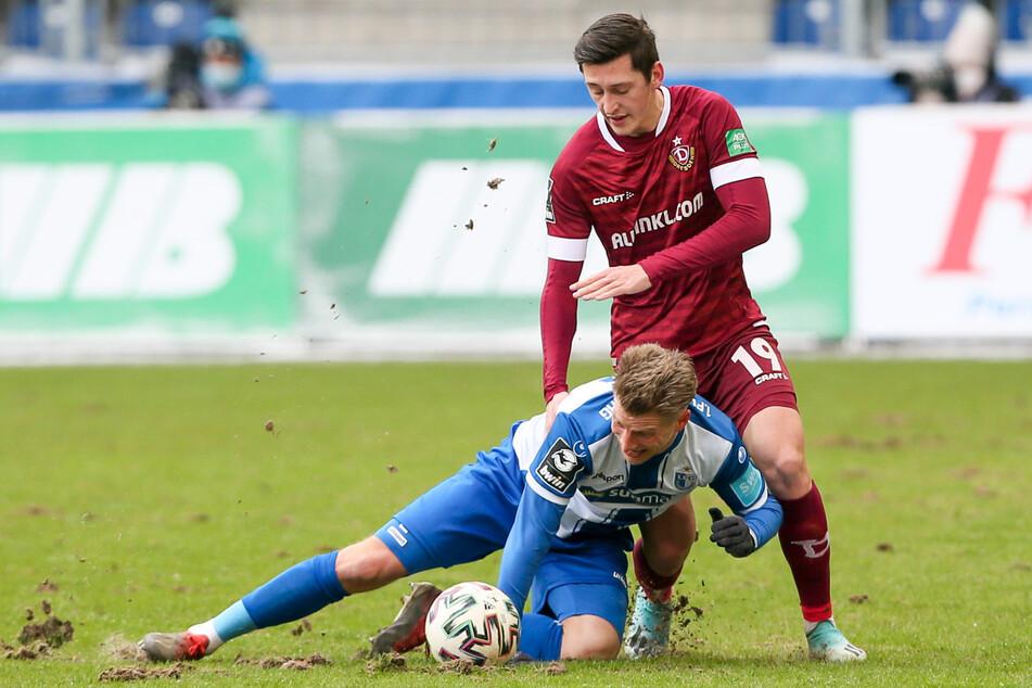 Seit Wochen oben auf: Dynamos Jonathan Meier (21, r.) setzt sich in dieser Szene gegen den Magdeburger Dominik Ernst (30) durch.