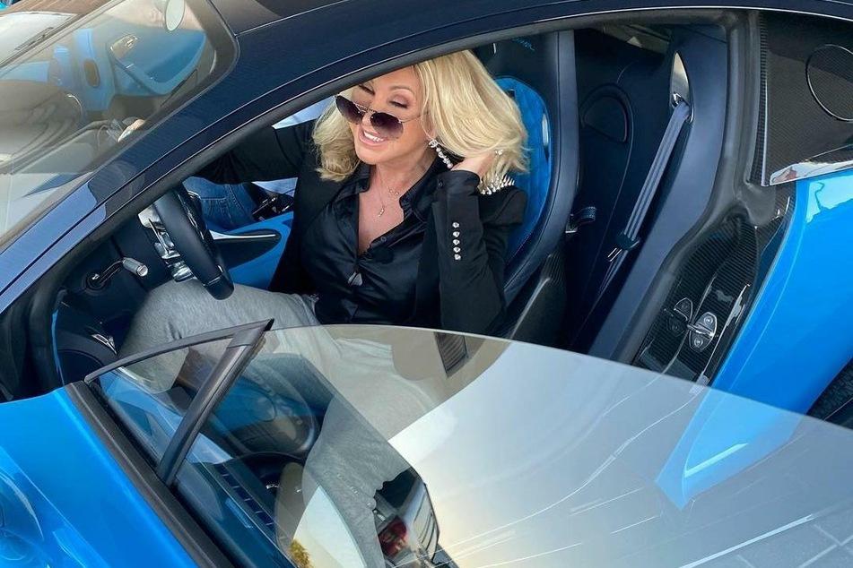 Carmen Geiss (55) feierte das Edel-Auto.