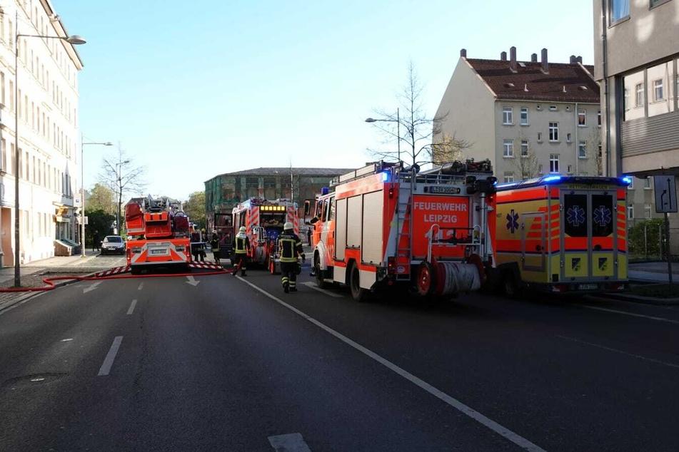 Leipzig: Waschmaschinen-Tür schmort auf Herd: Feuerwehr-Einsatz in Leipzig