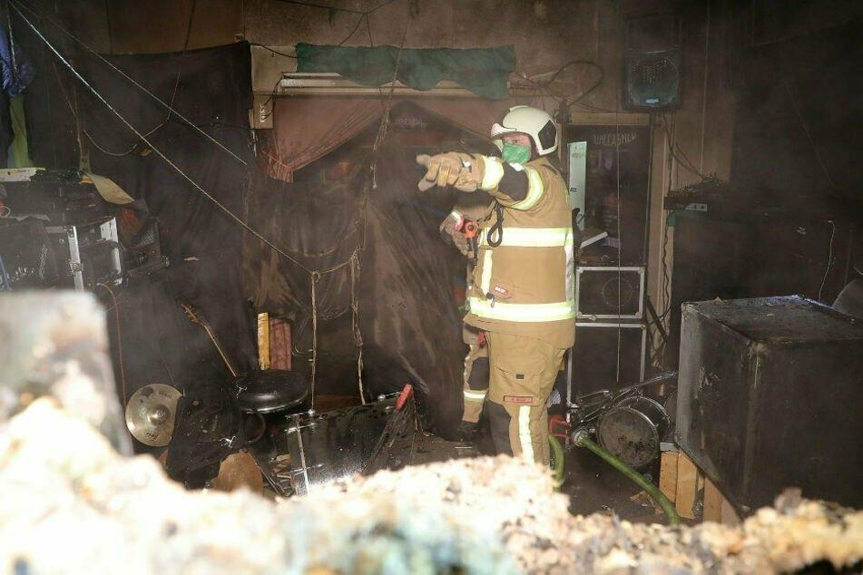 Die Proberäume einer Band wurden bei dem Feuer stark in Mitleidenschaft gezogen.